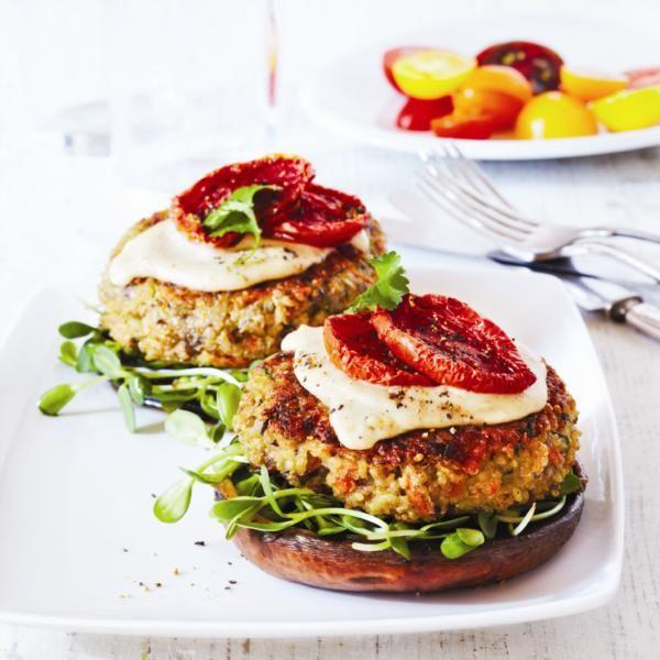 Végéburgers au quinoa Sans gluten, peu calorique, faible en gras, ce repas végétarien est gagnant sur toute la ligne. À servir sur champignon portobello grillé plutôt que sur petit pain.