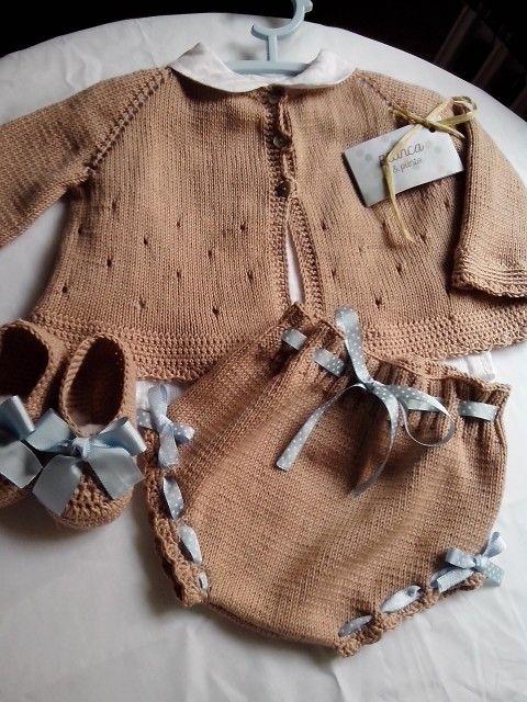 Traje de bebe, de blancaypunto. www.facebook.com/blancaypunto2013