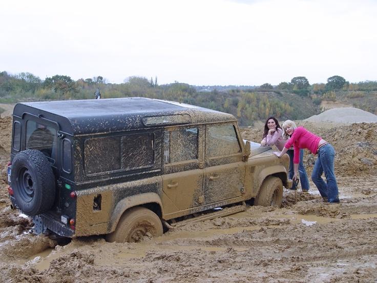 Girls cant do everything! LR Land Rover Defender 110