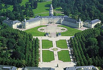 Karlsruhe Palace, Karlsruhe cc @Margaret Rieth-Herrera Tourismus