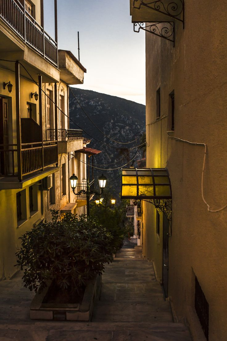 This is my Greece | Evening in Delphi town