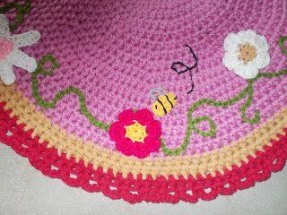 flower and bee on a carpet! http://plektologio.blogspot.gr/