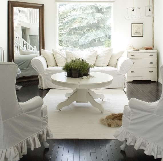 Life in the Fun Lane: Summer Living ...Room etc.: White Living Rooms, Decoration Idea, White Rooms, Dark Floors, Guest Rooms, Rooms White, White Couch, Living Idea, Cottages Interiors
