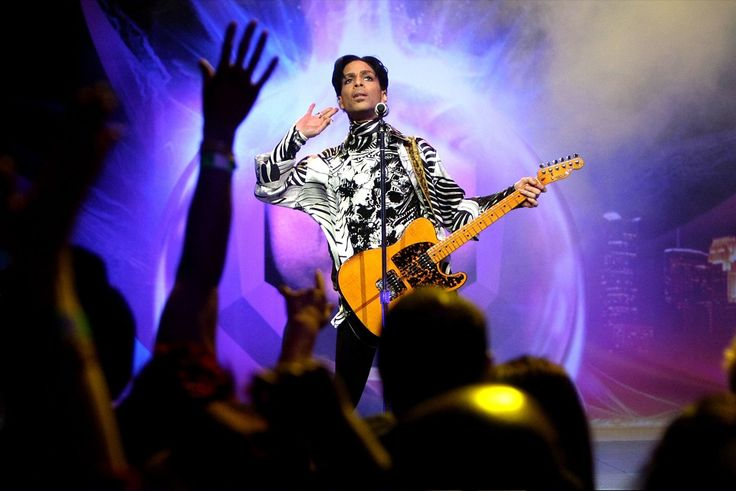 "Stevie Wonder Thinks Prince is Greater than Michael Jackson  ""If Michael was the King of Pop, Prince should be the Emperor."""