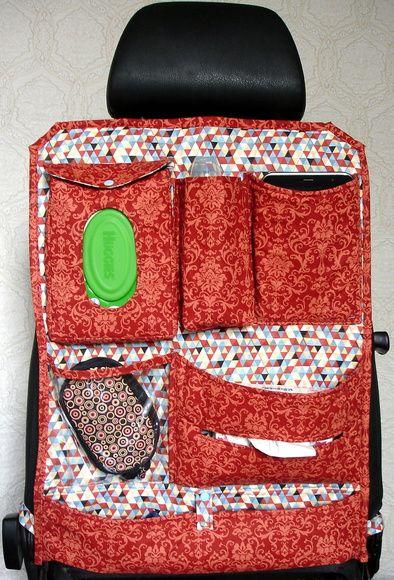 Esta opção de compra contém:  Organizador de carro (Para banco traseiro).    6 Compartimentos para (sugestões):    1 ) Lenço umedecido;  2) Mamadeira ou garrafa de água;  3) Porta trecos;  4) Bolso em plástico Porta Treco;  5) Porta Lenço de papel (caixa) e  6) Porta guarda chuva (seco).    Alça ...