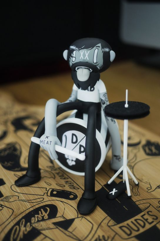 Mcbess Beat-up Drummer by Wetworks
