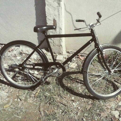 Essa e uma bicicleta moderna porém foi colocado freios de monark antiga