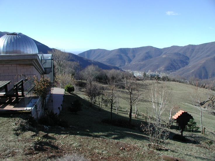 L'Osservatorio, visto da Nord, domina Lumezzane e la Valtrompia