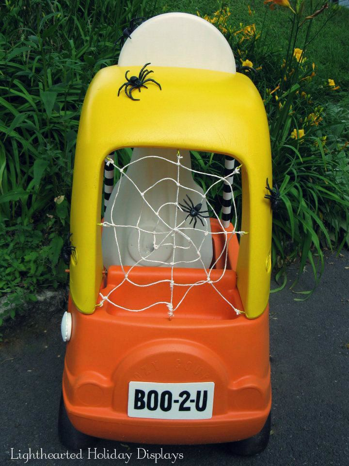 Repurposed Little Tikes Cozy Coupe into Halloween prop.