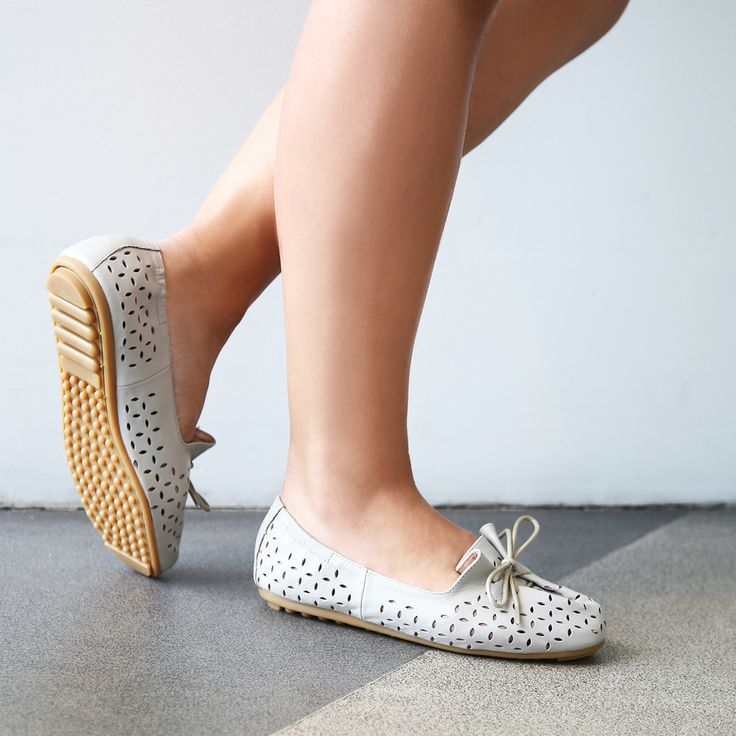 Miss Sofie 'Decoda' grey leather flats | Wear now and pay later with 6 payments of $28.33 with @paybylaybuy or buy now at $169.99. Shop: https://tinyurl.com/yct9adcz