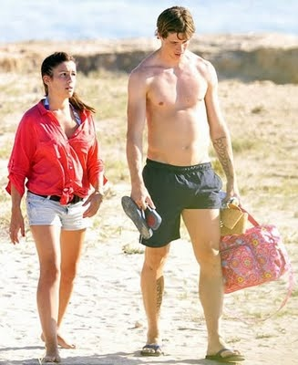 Fernando Torres Walk With His Wife