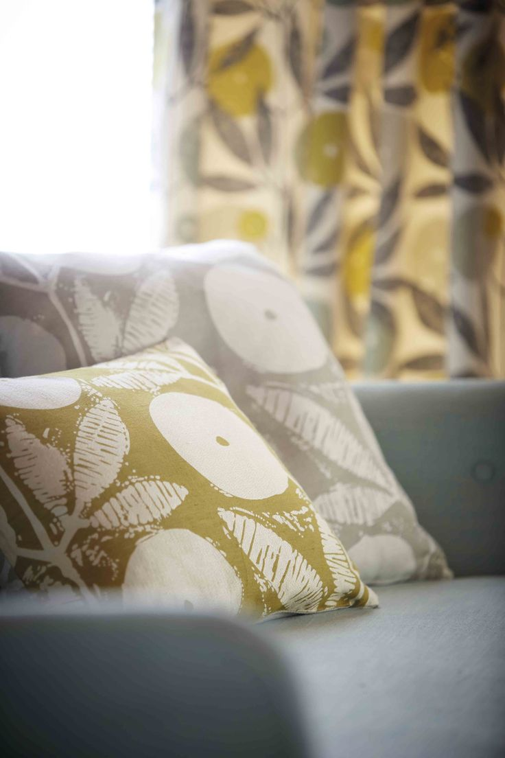 Somero from Scion's Levande collection is a simplistic weave featuring silhouettes of flower heads and leafy branches!