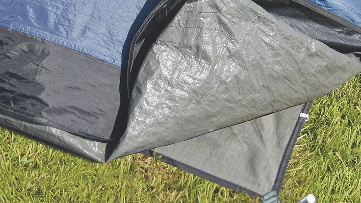 Zeltunterlage passend für das Zelt Nevada S. Die praktische Unterlage hält den Zeltfußboden sauber und vermeidet Abrieb. Außerdem isoliert sie zusätzlich gegen die Kälte des Bodens. Die Outwell Plane sollte vom Zelt vollständig bedeckt sein, damit kein Regenwasser unter das Zelt geführt wird.  Zubehör  • Typ: Zeltboden • Einsatzbereich: Nevada S ...