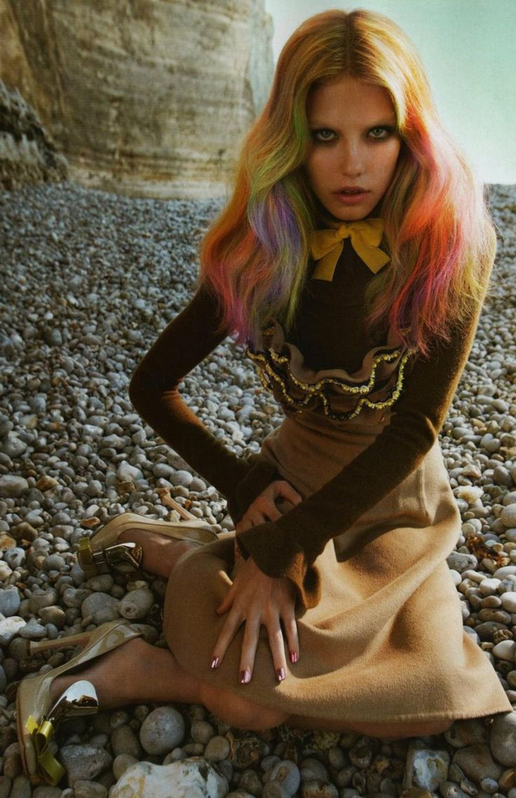 faerben haare offen bunt gelb rosa kreide frisuren