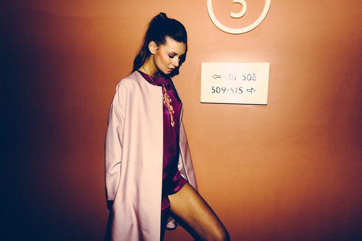N_8 spoloverino cipria in faile di lana|seta Photographer: Vali Barbulescu Model: Nata  MUA: Samia Laoumri Styling: Federica Carbone  Location: Enterprise Hotel