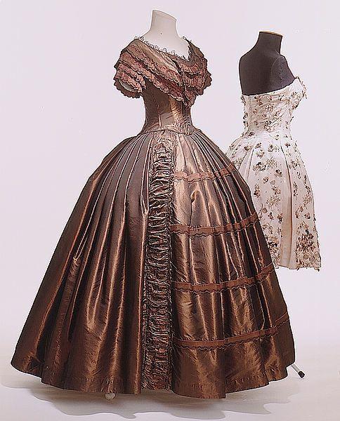 1845-1850 - Ball gown - Dark brown silk taffeta, frills, bugle...