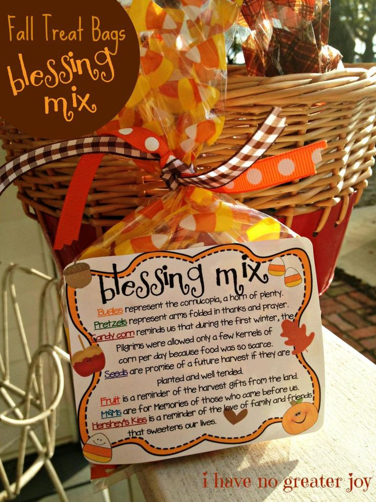 Great idea for a #Thanksgiving #Blessing. Make a treat bag for each family member.