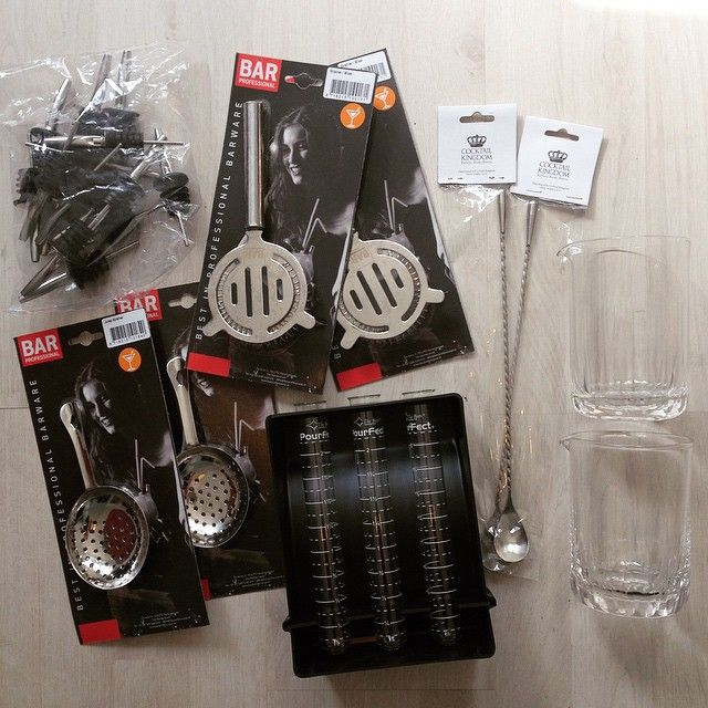 Thank you #barprofessional for these new #bartools to practise my #worldclassnl #speedround with!  #speedpourers, #hawthornestrainer, #julepstrainer, #pourfect #mixingglass #cocktailkingdom #barspoons