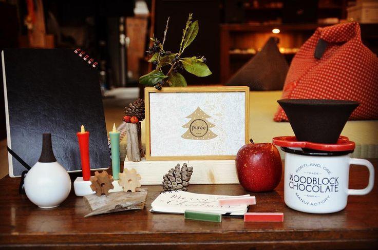 Pureeよりクリスマスギフトのご提案☆  クリスマスの予定は決まりましたか?なにかとイベントごとが多いこのシーズン。pureeよりクリスマスギフトのご提案です。  たとえばクリスマスパーティーのギフト交換に「ななめリングノート」や「GEARmag」  親しいお友達にちょっといいプレゼントを「色ろうそく」「箸置き-CONTE-」 ちょっと自慢したくなるような一味違うプレゼントに「caffe hat」や「Fregrance Pod」  Pureeのブログでも詳しく紹介しているのでぜひ読んでみてくださいね。 Puree Note: http://puree-notes.jugem.jp/?eid=58  #pureekyoto #Christmas #Christmasguift #クリスマス #クリスマスプレゼント #kyto #Japan #鞍馬口