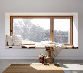 Stupendo spazio relax posto davanti a grandi finestre - semplice, pratico e moderno - guida prezzi infissi in pvc - effetto legno