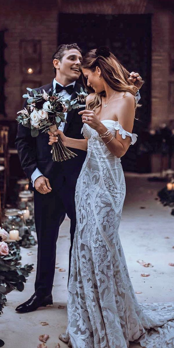 Gorgeous wedding dress !!! Completely my style :)