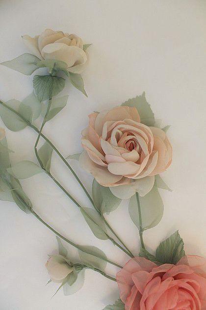 Купить или заказать Комплект для невесты 'Лесная нимфа' в интернет-магазине на Ярмарке Мастеров. Индивидуальный заказ. Комплект для невесты: лиана в прическу, украшение на шейку, браслет, цветы на шлейф платья и бутоньерка для жениха Стоимость комплекта 19450р + упаковка и доставка 550р =…