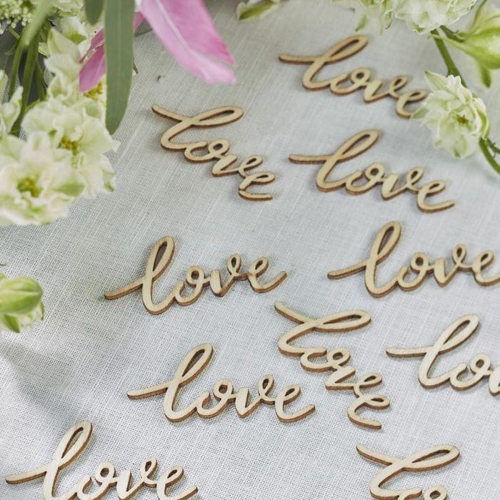 Diese Streudeko zur Hochzeit sorgt für das gewisse Etwas auf euren Tischen. Ganz modern in Holz und mit Love Schriftzug... | Vintage | Boho | Landhausstil