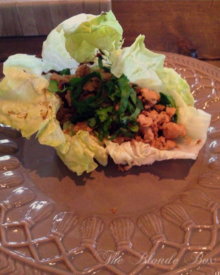 Voor de lekkerbekken onder ons, beginnen we de dag met een heerlijk recept en dat na wat snijwerk ook zó op tafel staat. Eens in de zoveel tijd ga ik met mijn man, vrienden naar een Kantonees restaurant (Asian Glories) ...