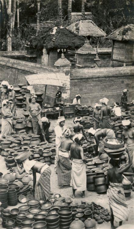 Pottery market. Bali, Indonesia ca. 1930s