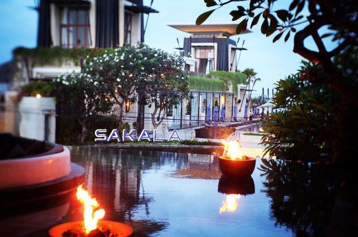 Indulge your eyes in this brilliant view overlooking the #SakalaBeachClub and #TanjungBenoaBeach 🌊🏝simply stunning!   #TheSakalaResortBali #SakalaBeachClub #SakalaBali Picture by: @aprasetyad