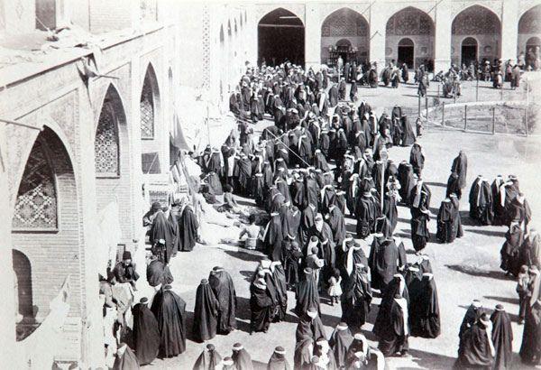 Персия, Иран, история, Каджары, Насреддин-шах, фото, фотография, историческая фотография Женщины в мечети