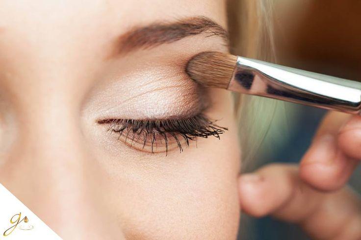 Resalta tu belleza natural en esta temporada usando sombras en tonos cobrizos.  #MakeUp #Beauty #Tips