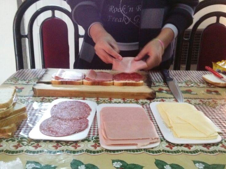 Sandwich de paleta, queso y salamin