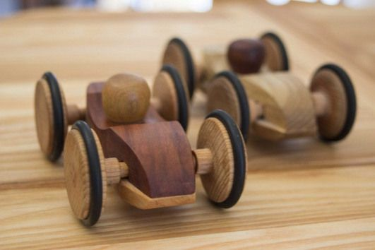 Rennwagen #smallwoodcrafts   – small wood crafts – #Babypartykuchen #Crafts #Gar…