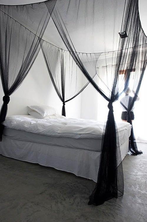 Ho sempre voluto questo letto. Mi piace le tendaggio e molto grande. Mi piace i colori, sono belli.