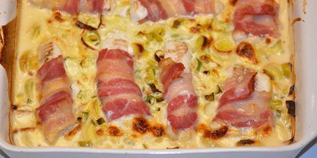 Rigtig god opskrift på torsk med bacon og porrer i en dejlig cremet sauce. Altsammen tilberedt i ét fad i ovnen, så det er super nemt.