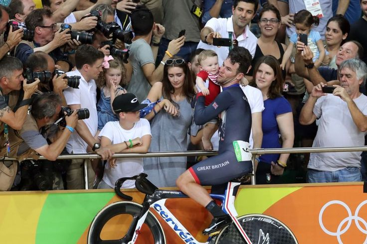 Mark Cavendish celebrates his impressive silver medal with his family
