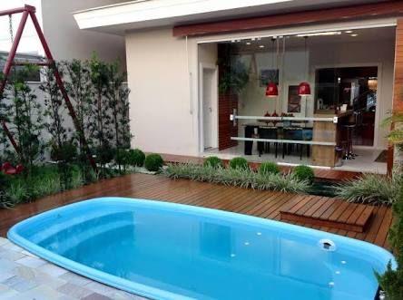 Resultado de imagem para piscinas pequenas com deck e churrasqueira