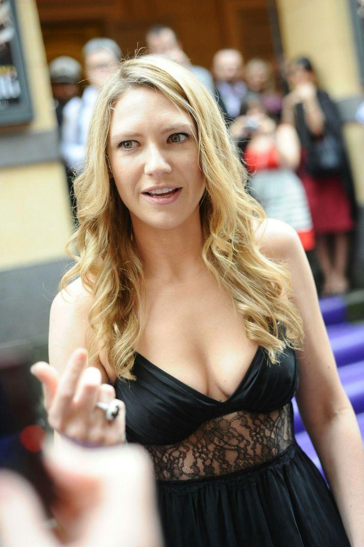 Anna Torv cleavage