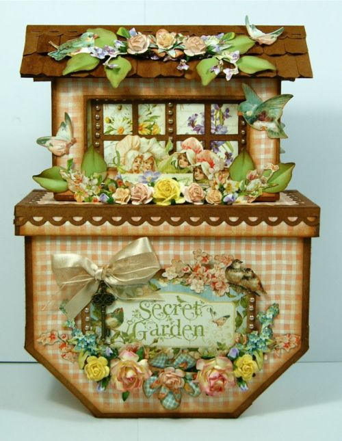 Andrew Roberts created this Secret Garden ark! Absolutely wonderful. It even contains TWO minis albums inside! #graphic45