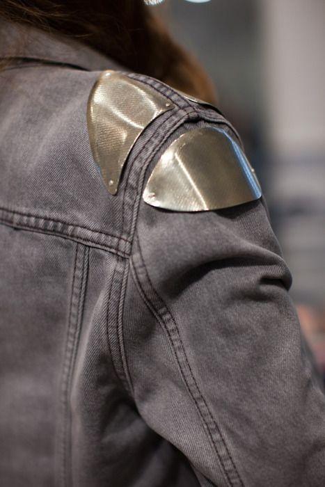 armor.: Jeans Jackets, Fashion Style, Street Style, Denim Jackets, Shoulder Armors, Shoulder Pads, Diy Projects, Heavy Metals, Metals Shoulder
