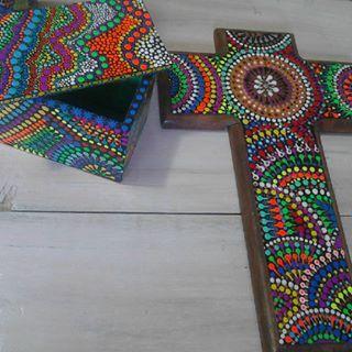 """""""CRUCES de madera pintadas con técnica mexicana """"puntillismo"""". - Buscar con Google"""