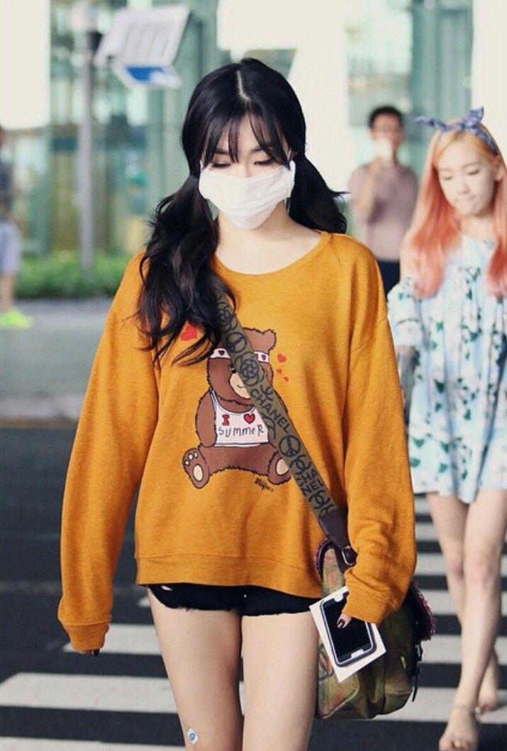Tiffany SNSD airport fashion. Wearing wildfox sweater, Chanel satchel & black frayed shorts