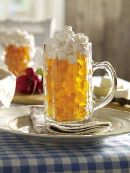 Oktoberfest: Bierkrug mit Fruchtgummifüllung
