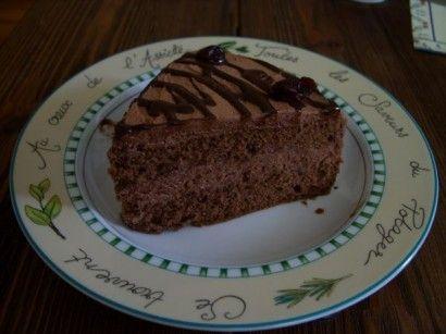 Vişneli Çikolata Soslu Yaş Pasta