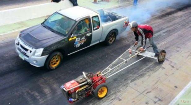 CRAZY Tractor DRAG RACING: Kubota Yard Tractor VS Mitsubishi Pickup! - http://vixert.com/crazy-tractor-drag-racing-kubota-yard-tractor-vs-mitsubishi-pickup/