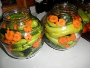 Paprika a uhorky konzervované bez sterilizácie na studeno