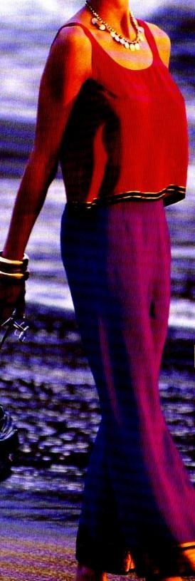 Pour habiller une chaude soirée, le plus léger des pyjamas de soie cousu dans un tissu de sari aux lisières tissées d'or : Le pantalon de pyjama La robe de chambre kimono La combinaison caline