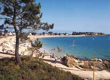 Located in Morbihan, one of the four Britton départements, Carnac stretches its vast surface between the Morbihan Bay and the peninsula of Quiberon.