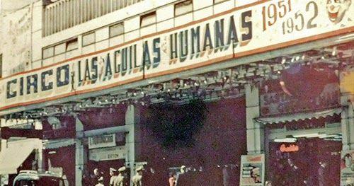Presentación del Circo de las Águilas Humanas en el Teatro Caupolicán, a principios de los años cincuenta (temporada 1951-1952). Fuente i...